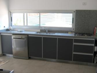 Aluxel aberturas de aluminios cordoba amoblamientos de for Fotos de amoblamientos de cocina